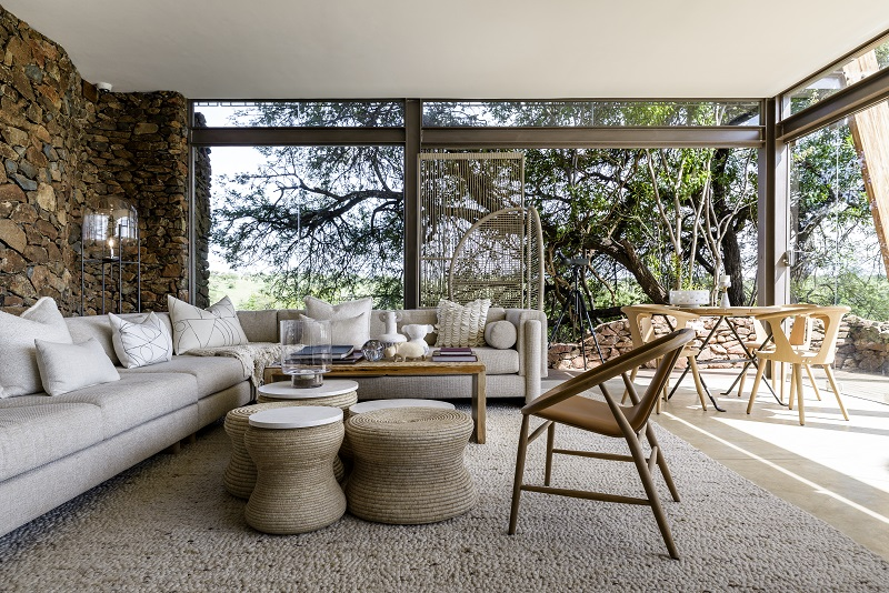 Explore Singita Faru Faru Lodge – Lodge Lounge Area