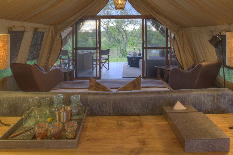 Explore_Tent-interior-andBeyond-Grumeti-Serengeti-
