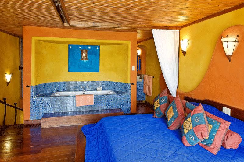 Explore_SerengetiSopa_Suite-Room