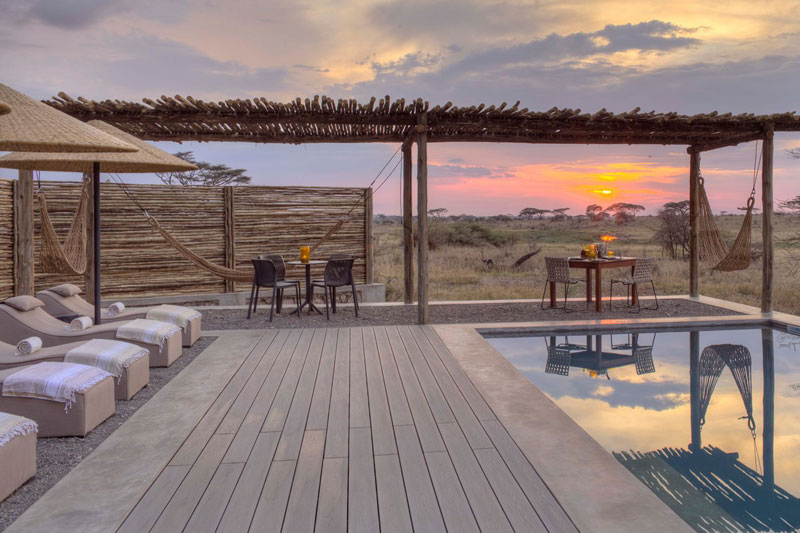 Explore-10-namiri-plains-pool-private-dining