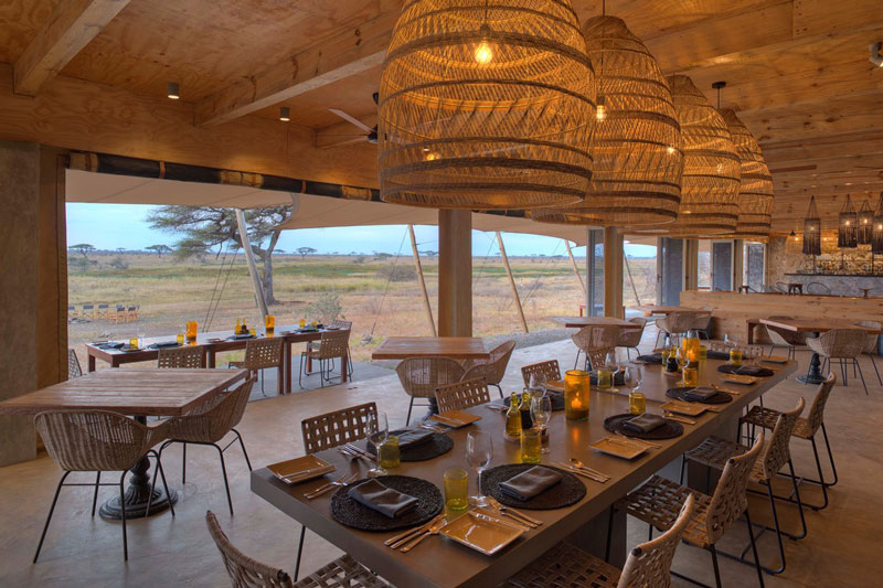 Explore-8-namiri-plains-main-area-dining