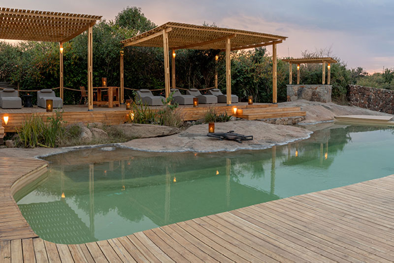 Explore-Sayari-Pool-with-lounge-area