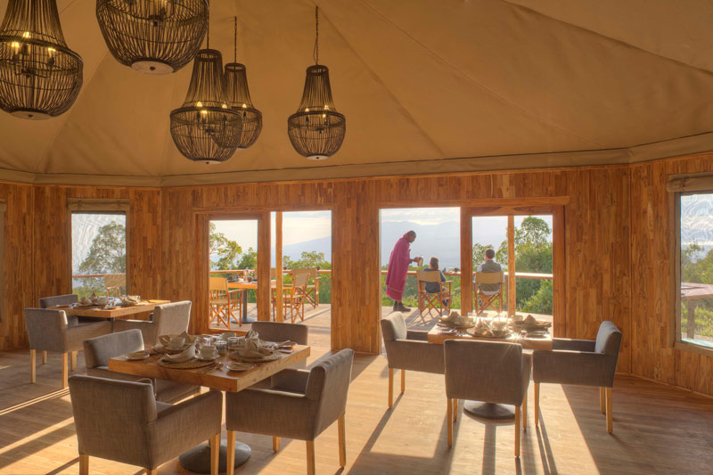 Explore-The-Highlands-breakfast-deck
