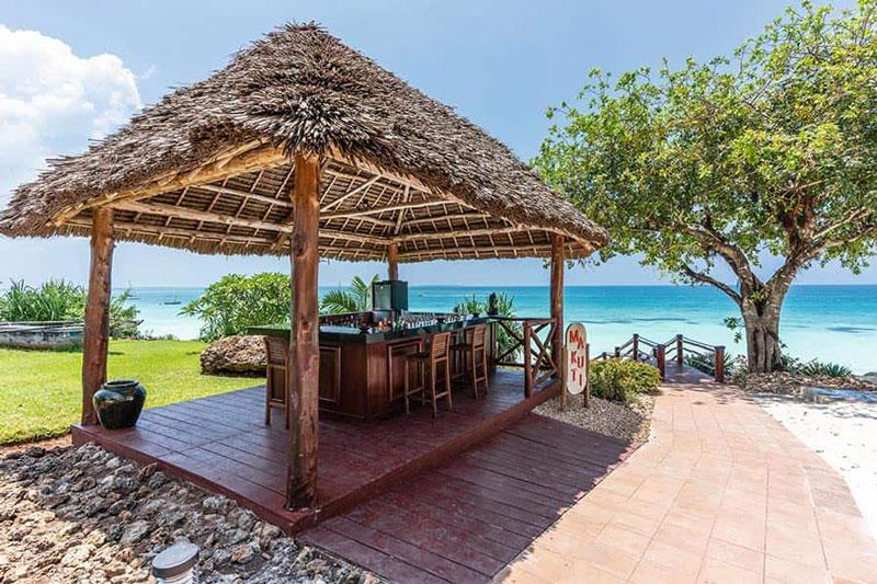 Explore-_bar-beach-riu-palace-zanzibar_tcm55-229445