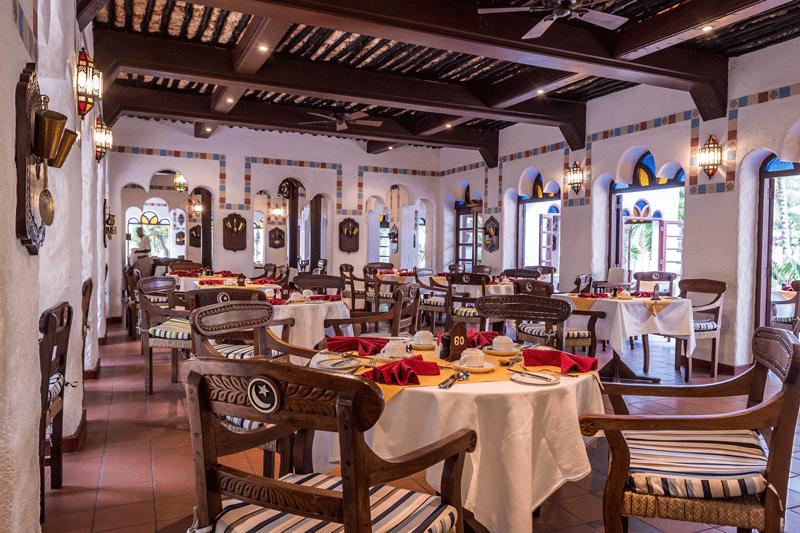 Explore_Fountain-Restaurant-at-Serena-Beach