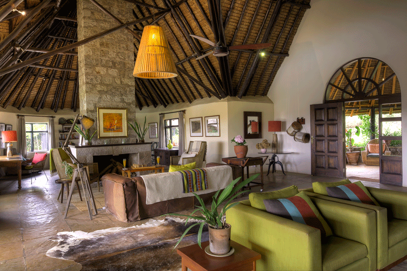 Explore_Ololo-Lodge-Main-Guest-Living-Rm-04