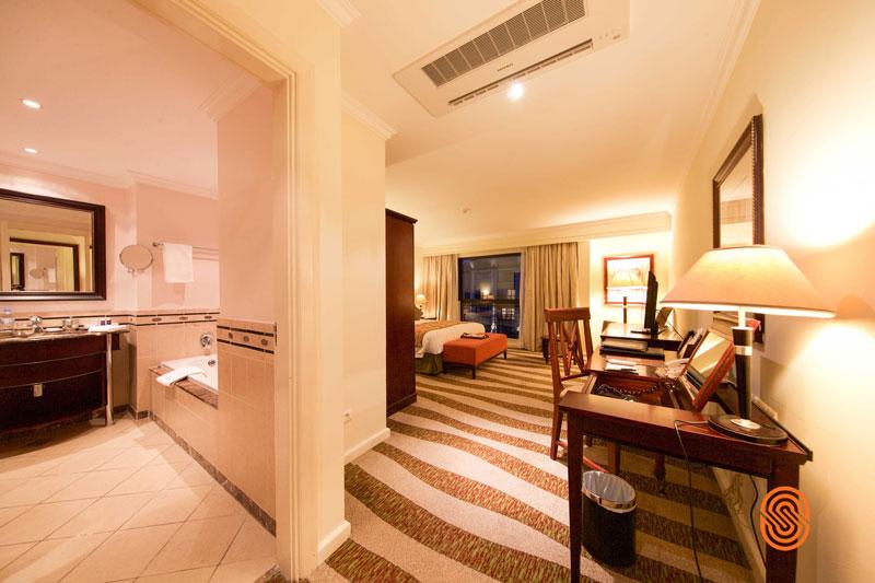 Kigali-Serena-Hotel-doubleandbathwatermarked
